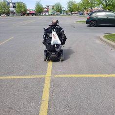 Moi les gens qui se park sur les lignes... Rider, Baby Strollers, Park, Children, Instagram, Fishing Line, Baby Prams, Boys, Kids