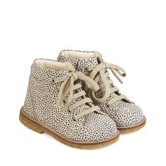 215530860d5e Colour  Beige with Black dot. Material  Leather w. print structure Lining   Chrome-free Leather Sole  Natural crepe rubber w. top stitching detail  Lace-up ...