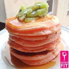 ".@mankofit | Coconut kiwi Strawberry pancakes ""skinny & fat version"" (both w..."