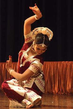 What Came Before Bollywood . Watch Bollywood Entertainment on your mobile FREE… Folk Dance, Dance Art, Ballet Dance, Isadora Duncan, Shall We Dance, Just Dance, Bollywood, Dance Images, Dance Pictures