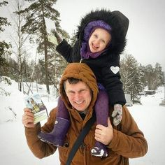 My 3 year old daugther and my husband having fun preaching in the campaign in Oslo Norway. Photo shared by @jennyestrella1991