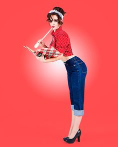 Our sexy pin-up girl is getting ready to cook. Red background for her red polka dot shirt and blue jeans. By phoenix pin-up photographer, Orcatek Photography Pinup Rockabilly, Rockabilly Fashion, Retro Fashion, Vintage Fashion, Rockabilly Jeans, Rockabilly Clothing, High Fashion, Pin Up Looks, Pin Up Pictures