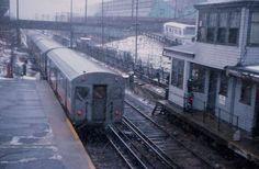 Transit, Streetcar, Trolley: MBTA Orange Line train in Everett station shortly before abandonment