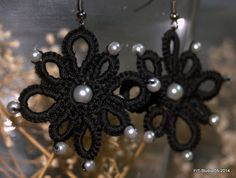 """Boucles d'oreille """"Etincelle"""" en frivolité en coton et perles : Boucles d'oreille par happyfil"""