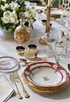 20 Unique Place Settings for Your Holiday Table Elegant Table Settings, Beautiful Table Settings, Christmas Table Settings, Christmas Tablescapes, Holiday Tablescape, Christmas Candles, Elegant Christmas, Nordic Christmas, Modern Christmas