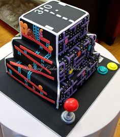 Retro Arcade Game Cake on http://www.drlima.net