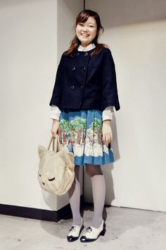 cat bag and scenery skirt with two-tone oxford pumps Japanese Street Fashion, Tokyo Fashion, Oxford Pumps, Cat Products, Cat Bag, Big Bags, Looking For Women, My Wardrobe, Pouches