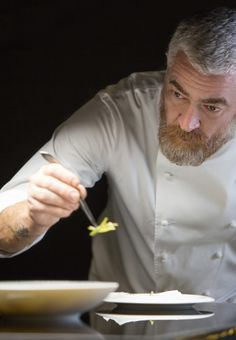 Definitely on the bucket list! Alex Atala, chef van het restaurant D. in Brazilië, Cooking Chef, Cooking With Kids, Cooking Recipes, Healthy Recipes, Chef Dress, Restaurant Service, Concours Photo, Environmental Portraits, Best Chef