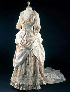The May Primrose wedding dress by Gladman & Womack, London, 1885. V&A Museum.  fiveminutehistory.com/WhiteWeddings
