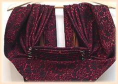 De vrouwen van Zuid-Beveland, Arnemuiden en Nieuw- en Sint Joosland dragen een 'doek en beuk'. Deze twee onderdelen zijn -volgens …