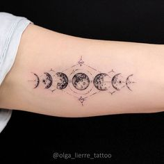 Charming phases of the Moon for Maria🌖🌗🌑🌓🌔 Bezaubernde Mondphasen für Maria🌖🌗🌑🌓🌔 Mini Tattoos, Trendy Tattoos, Unique Tattoos, Beautiful Tattoos, New Tattoos, Body Art Tattoos, Small Tattoos, Tattoos For Women, Tatoos