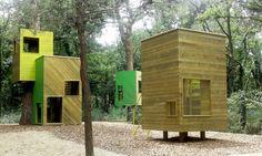 Piccola scala. Case sugli alberi e torretta di osservazione