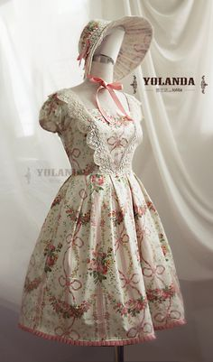 Classic Lolita with matching bonnet