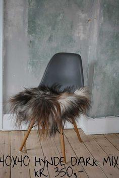 Islandske Lammeskind - stolehynder Dark, Chair, Furniture, Home Decor, Decoration Home, Room Decor, Home Furnishings, Stool, Home Interior Design