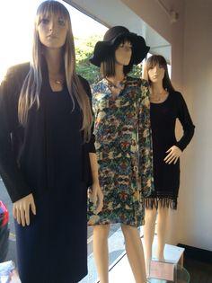 Vitrine Closet Mulher  Vestidos, acessórios, chapéu.  www.facebook/closetmulher.com