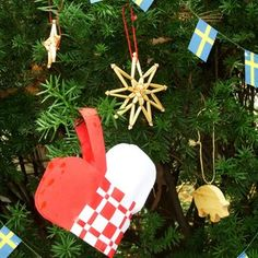 How to Decorate a Traditional Swedish Christmas Tree