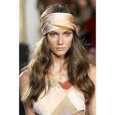 Coiffure bohème avec foulard sur cheveux long wavy. #CamilleAlbane #coiffure #foulard #inspiration #tendance #hairstyle #cheveux
