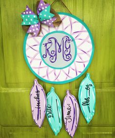 Door Hangers Made EASY! Tons of free door decor templates, DIY decorating ideas and painting workshops with Tamara Bennett of Southern Adoornments Decor. Hospital Door Hangers, Baby Door Hangers, Burlap Door Hangers, Hospital Signs, Wood Cutouts, Baby Shower, Girl Nursery, Crafts To Sell, Diy Gifts