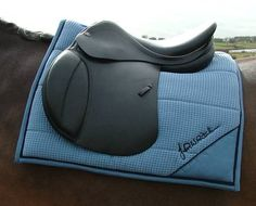 How to Make a Saddle Pad- would be really neat to make one for my first horse. If i ever get one.......:)