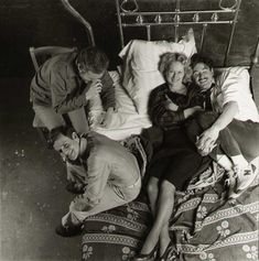 Alan J. Pakula, Peter MacNicol, Meryl Streep and Kevin Kline | Rare and beautiful celebrity photos