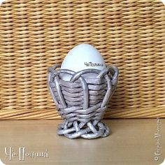 Terry's Chocolate Orange, Straw Crafts, Newspaper Basket, Paper Weaving, Diy Crafts For Gifts, Malm, Paper Straws, Diy Flowers, Easter Eggs