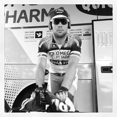 Mark Cavendish warming up