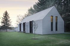 Situated beside a lake of Lac Plaisant 'Window on the Lake' is a contemporary wooden cottage clad entirely in white cedar boards designed by in Gable House, House Roof, Gable Roof, Lakeside Cottage, Lake Cottage, Cottage House, Plan Chalet, Residential Building Design, Residential Architecture