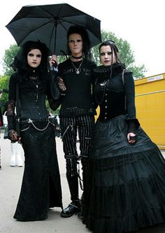 When You Want Gothic Jewelry, We Have The Tips You Need. Photo by shinycatcreations There is a lot more to owning gothic jewelry than being flashy and spending extravagant amounts of money. Victorian Goth, Gothic Lolita, Gothic Dress, Dark Fashion, Gothic Fashion, Gothic Girls, Amphi Festival, Gothic People, Gothic Images