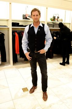 Josh Lucas Photos - Actor Josh Lucas attends as BROOKS BROTHERS Celebrates The Holidays With St Jude Children's Research Hospital on December 2014 in New York City. - Brooks Brothers Celebrates the Holidays Josh Lucas, Beautiful Men, Beautiful People, Cole Hauser, Andrew Mccarthy, Like Fine Wine, Evolution Of Fashion, Hot Hunks, Photo L