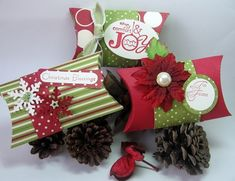 One of my friends let me use her pillow box die so I made a few using SU Jolly Holiday paper. I love all the polka dots in this paper pack. Christmas Favors, Christmas Paper Crafts, Stampin Up Christmas, Christmas Gift Wrapping, Christmas Tag, Christmas Projects, Handmade Christmas, Christmas Ideas, Vintage Christmas
