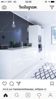 Modern and chic, Küchen Design, House Design, Interior Styling, Interior Decorating, Small Bathroom Paint, Inspire Me Home Decor, Minimalist Kitchen, Country Kitchen, Kitchen Interior