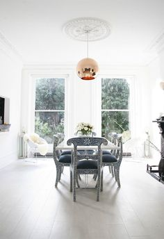 There´s just something about this interior. http://www.jjlocations.co.uk/location.php?loc_id=2286
