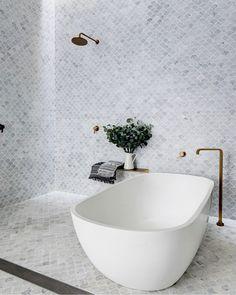 These 8 Bathroom Ideas Are the Reason We Love a Good Bathtub-Shower Combination Modern Bathroom, Small Bathroom, Master Bathroom, Bathroom Ideas, Bathroom Tubs, Bathtub Ideas, Bathroom Showers, Minimalist Bathroom, Modern Bathtub