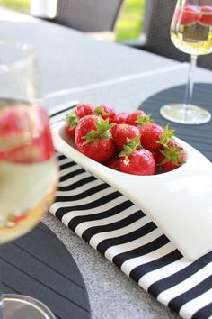 All you need is White It's Summertime, All You Need Is, Summer Time, Panna Cotta, Strawberry, Fruit, Ethnic Recipes, Food, Dulce De Leche