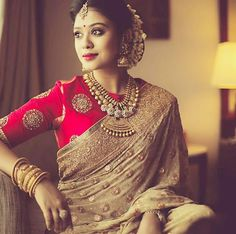 Must have saree for a newly wed. Gold jewelry, silk sari and blouse, and fresh jasmines in hair - a quintessential indian bride. Sari Design, Blauj Design, Indian Attire, Indian Wear, Indian Blouse, Indian Dresses, Indian Outfits, Saris Indios, Golden Saree