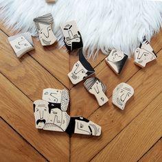 Un joli puzzle pour enfant de 14 pièces aux multiples visages fabriqué en Pologne à partir de bois de hêtre.
