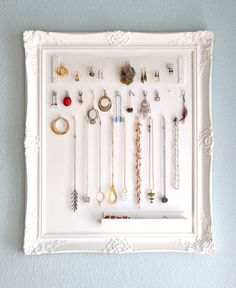 23 Jewelry Display DIYs