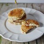 Pancake salati con parmigiano, pomodori secchi e origano