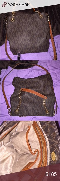 Michael kors purse New hardly used Michael kors satchel has double handles, no holes or tears smoke free pet free home comes with dust bag Michael Kors Bags Satchels