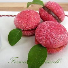 Pesche dolci Sweets Recipes, Fun Desserts, Wine Recipes, Cookie Recipes, Italian Biscuits, Italian Cookies, Burritos, Peach Cookies, Christmas Biscuits