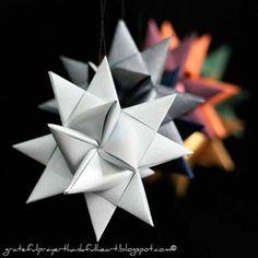 estrella de navidad 3d con origami, Instrucciones en http://trucosyastucias.com/decorar-reciclando/17-manualidades-de-estrellas-de-navidad-con-tutoriales