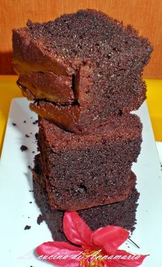 TORTA AL CIOCCOLATO FONDENTE MORBIDISSIMA - Qui la #ricetta #BlogGz: http://blog.giallozafferano.it/lacucinadiannama/torta-al-cioccolato-fondente-morbidissima-ricetta-dolci/ #GialloZafferano #torta #cioccolato #merenda