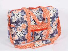Functional yet stylish, this sturdy duffle bag carries everything you need for a weekend trip.