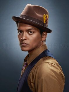 For his first cover of VIBE Magazine, Bruno Mars was groomed by our artist John Blaine . The pictures were shot by Jill Greenberg. Bruno Mars, Jill Greenberg, Vibe Magazine, Cover Boy, Nicki Minaj, Brunei, Beautiful Men, Beautiful People, How To Look Better