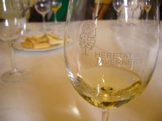 Heretat de Taverners #Terresdelsalforins Wineries, White Wine, Tuscany, Alcoholic Drinks, Glass, Wine Cellars, Drinkware, Alcoholic Beverages, Corning Glass