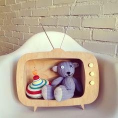"""Mikołaju nie mamy TV, ale taki chętnie przygarnę. Będę też mieć pełną kontrolę nad tym, co oglądają moje dzieci! Duży plus za pomysł - bardzo fajny gadżet! Od razu widać, że #niezchinzpasji telewizor """"Tiwi"""" w Up! Warsaw tylko na DaWanda!  #wolniodplastiku #greenspiracje"""
