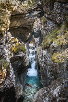 Haslital & Brienzersee: 7 Ausflugstipps rund um Meiringen-Hasliberg Baker Street, Places In Switzerland, Travel Goals, Quotes Sherlock, Sherlock John, Sherlock Holmes, Waterfall, Road Trip, To Go