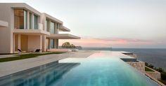 Un villa de luxe moderne avec une magnifique vue sur la mer