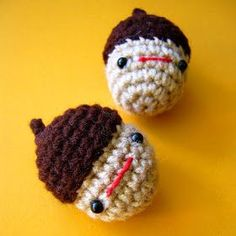 Here's my present to you guys... a free amigurumi pattern for a kawaii acorn!  Even though Fall is winding down, acorns are good all year r...