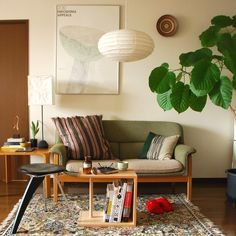 Centro Sofa (Tendo) and Akari light fixtures (Ozeki Lantern Co / Noguchi). Home Nyc, Minimal House Design, Rental Decorating, Living Room Lighting, Fashion Room, Living Room Interior, Modern Interior Design, Apartment Living, Home And Living
